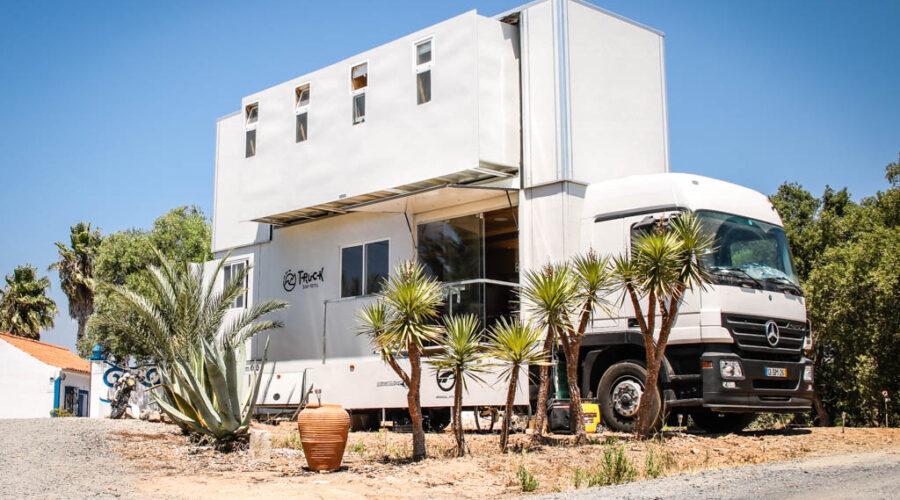 Hotel móvil que persigue el surf y te duerme en la playa
