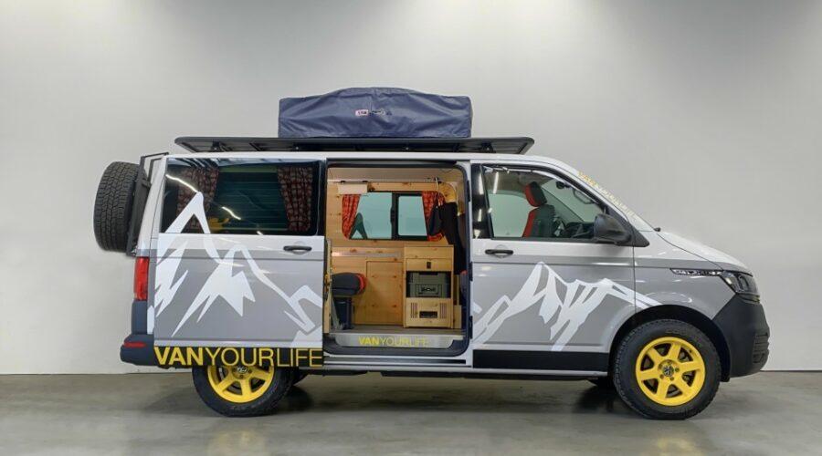 Flowcamper camperiza la VW T6.1 con un estilo montañero